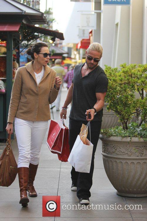 Minnie Driver and her boyfriend Matthew Felker shopping...