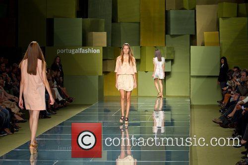 Model Portugal Fashion Week Spring Summer 2012 -...