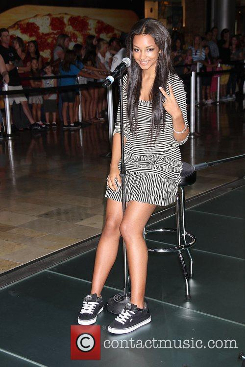 Jessica Jarrell  Pastry Shoes Presents an Acoustic...