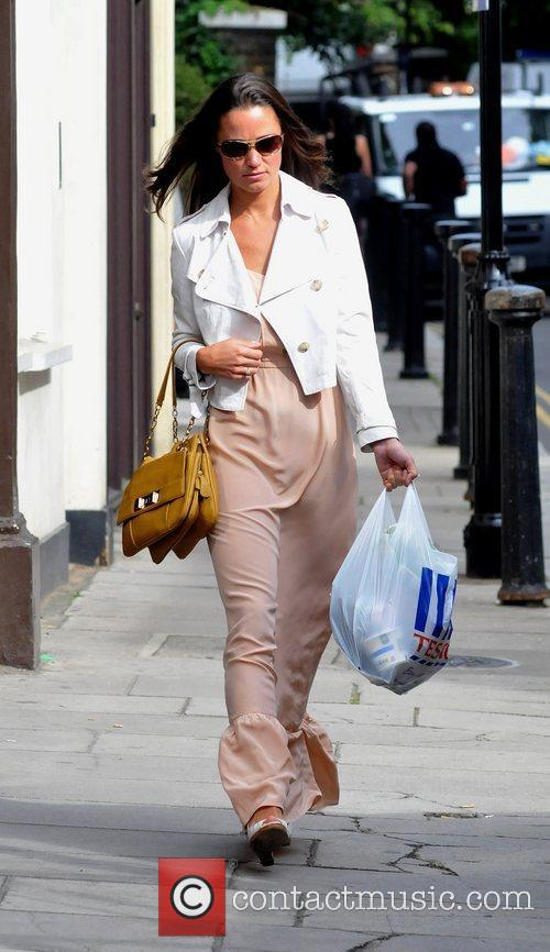 Pippa Middleton does a small grocery shop at...