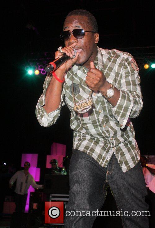 iyaz think pink rocks show at the 3596804