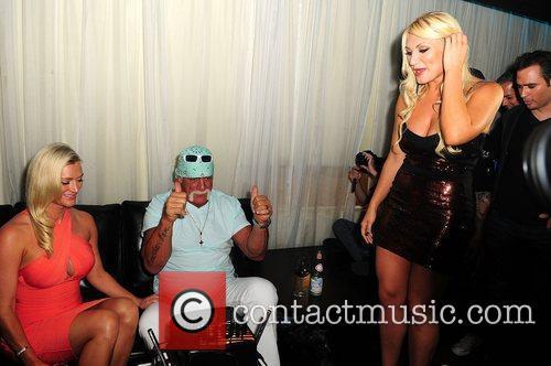 Hulk Hogan, Brooke Hogan and Jennifer McDaniel 3