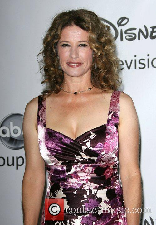 Nancy Travis 4