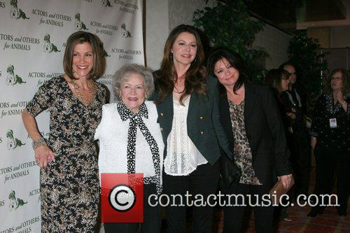 Wendie Malick, Betty White, Jane Leeves and Valerie Bertinelli 4