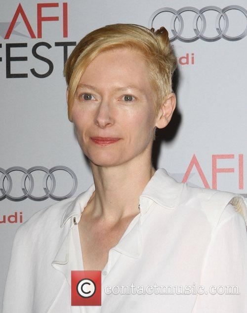 Tilda Swinton and Grauman's Chinese Theatre 3