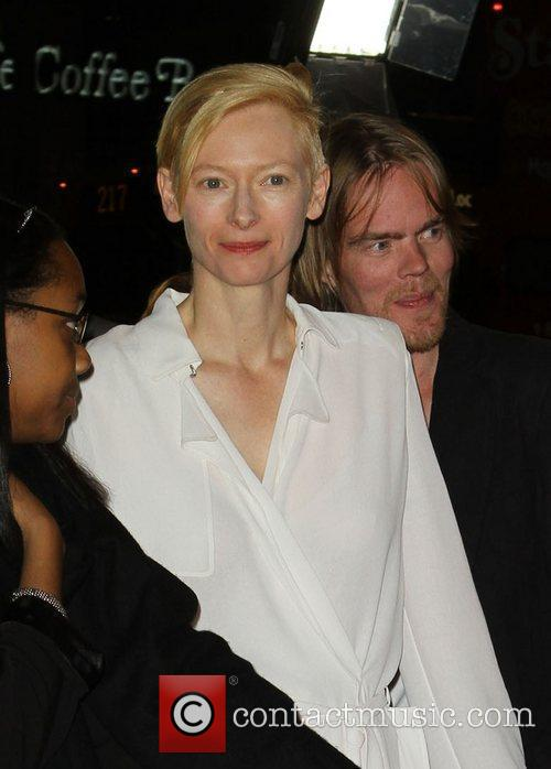 Tilda Swinton and Grauman's Chinese Theatre 2