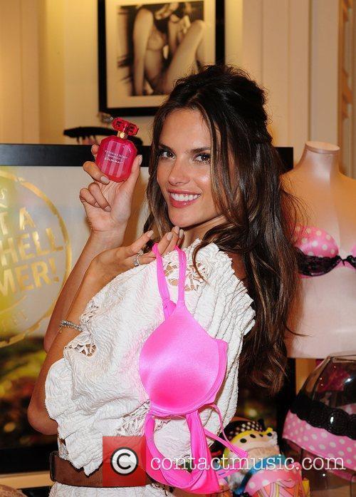 Alessandra Ambrosio 25
