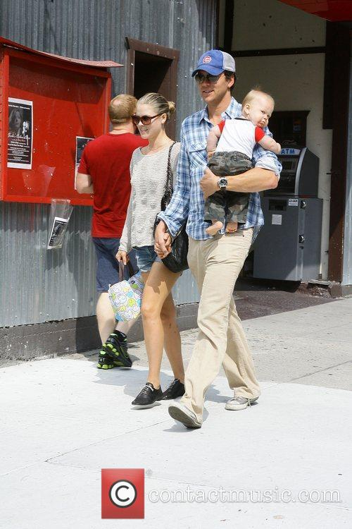 Ali Larter and Hayes Macarthur 1