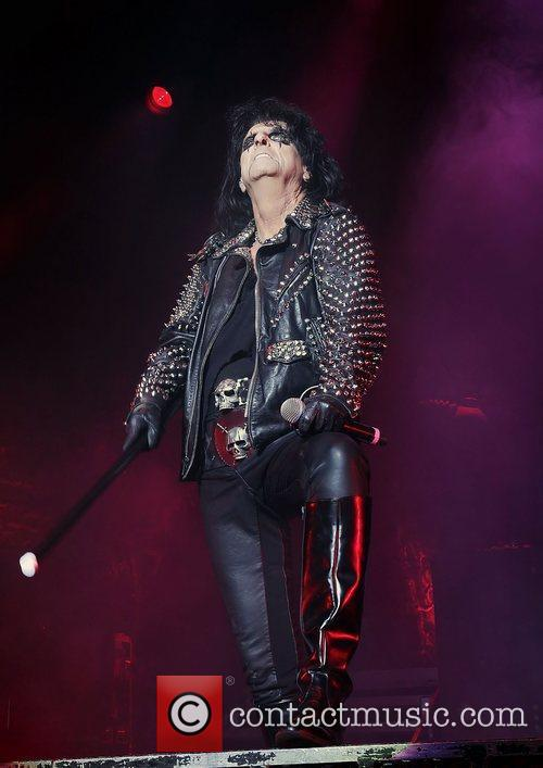 Alice Cooper and Manchester Apollo 2