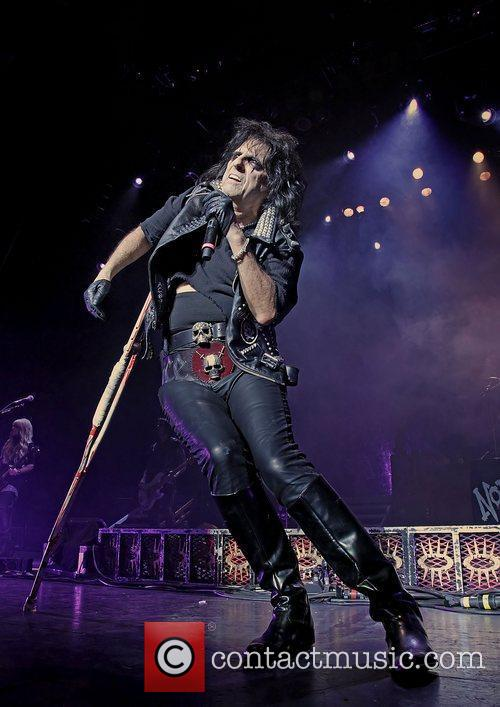 alice cooper performing the no more mr 3584530
