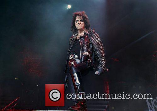Alice Cooper and Manchester Apollo 5