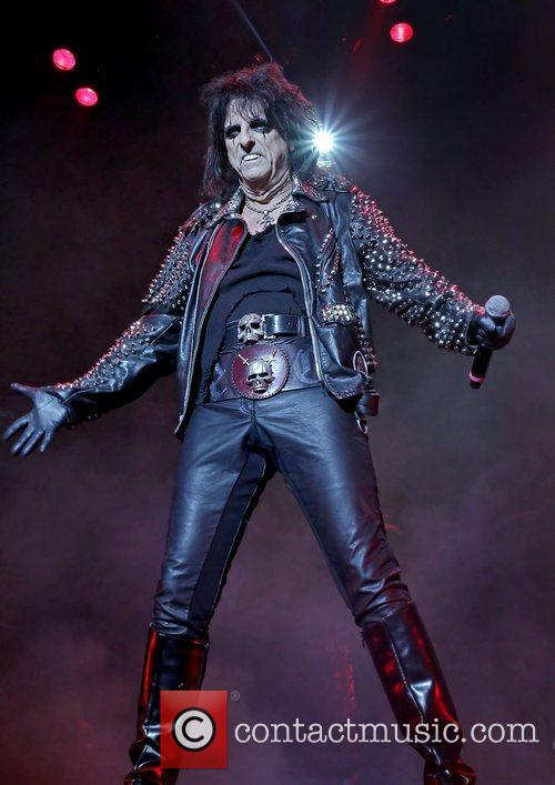 alice cooper performing the no more mr 3584559