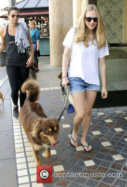 amanda seyfried out shopping at the grove 3565026