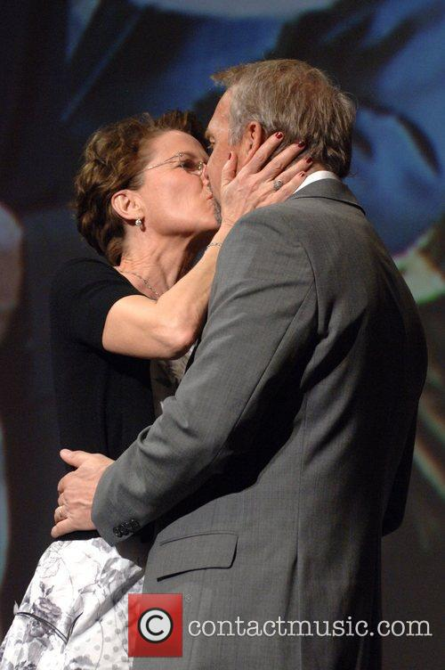 Annette Bening and Kevin Costner 4