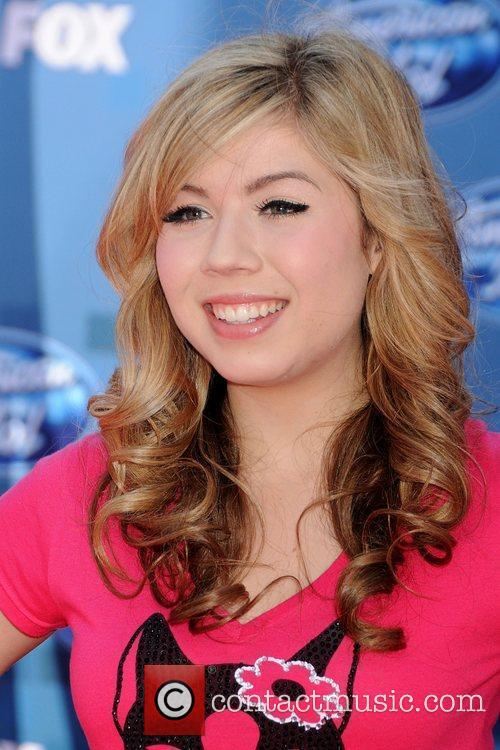 Jennette McCurdy The 2011 American Idol Finale at...