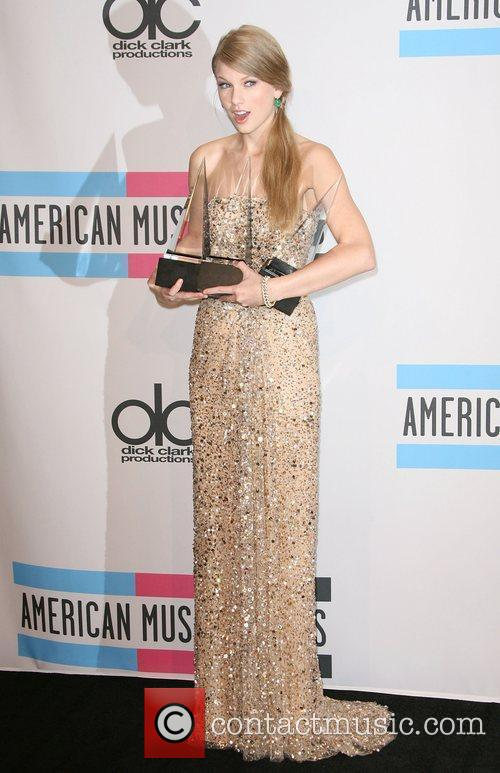 Taylor Swift and American Music Awards 2
