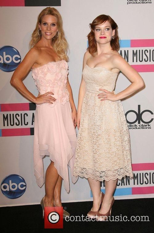 Cheryl Hines, Jane Levy and American Music Awards 2