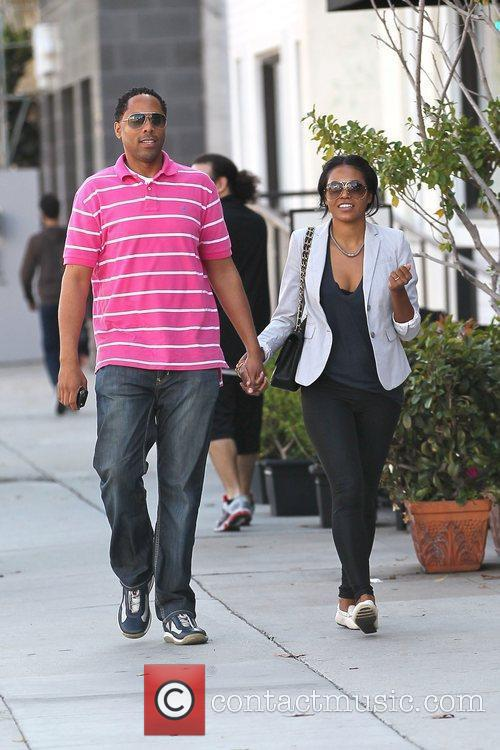 amerie and a male companion out shopping 3579336