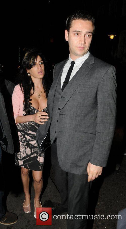 *file photos* * WINEHOUSE TO WED AGAIN AMY...