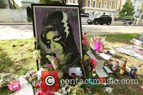 Atmosphere Tributes outside the house of Amy Winehouse...