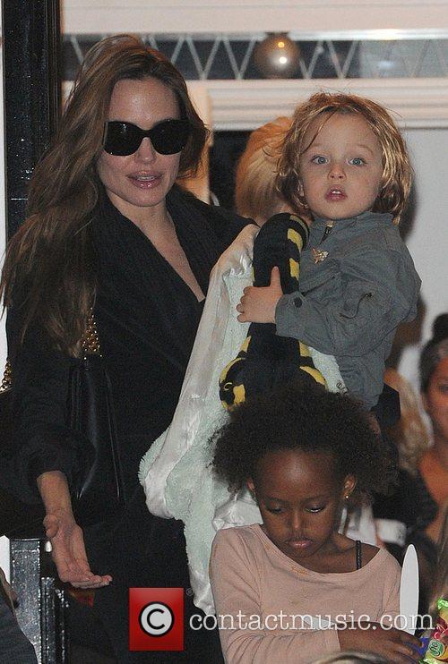 Angelina Jolie, Gwen Stefani and Shiloh 16