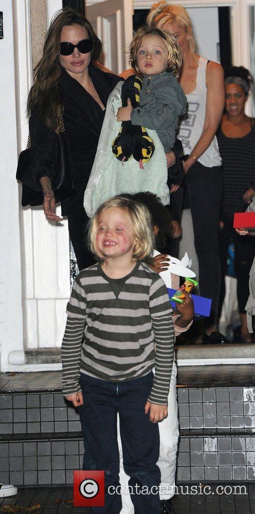 Angelina Jolie, Gwen Stefani and Shiloh 18