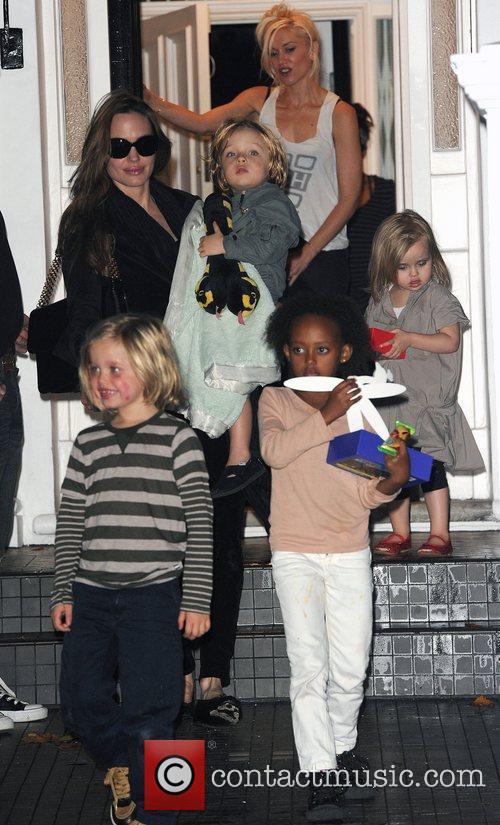 Angelina Jolie, Gwen Stefani and Shiloh 19