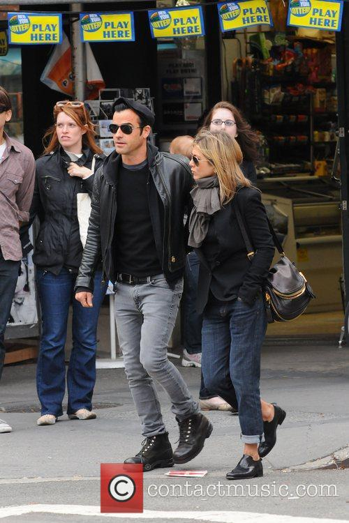 Jennifer Aniston and Justin Theroux 6