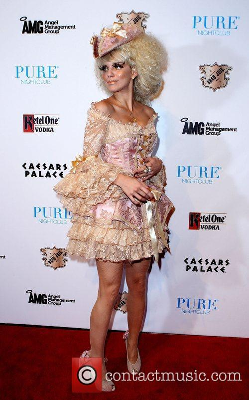 AnnaLynne McCord and Caesars Palace 10