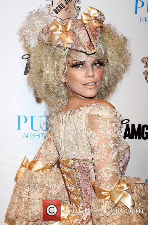 AnnaLynne McCord and Caesars Palace 36