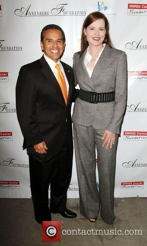 Antonio Villaraigosa and Geena Davis 9