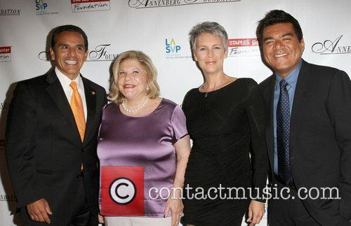 Antonio Villaraigosa, George Lopez, Jamie Lee Curtis and Wallis Annenberg 8