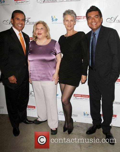 Antonio Villaraigosa, George Lopez, Jamie Lee Curtis and Wallis Annenberg 4