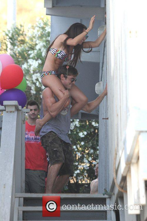 Ashley Tisdale and Zac Efron 5