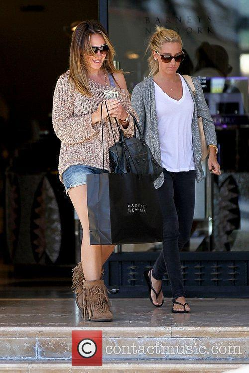 Haylie Duff and Ashley Tisdale 6