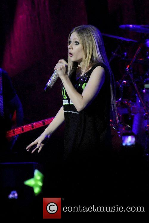 avril lavigne performs on stage at the 3574310