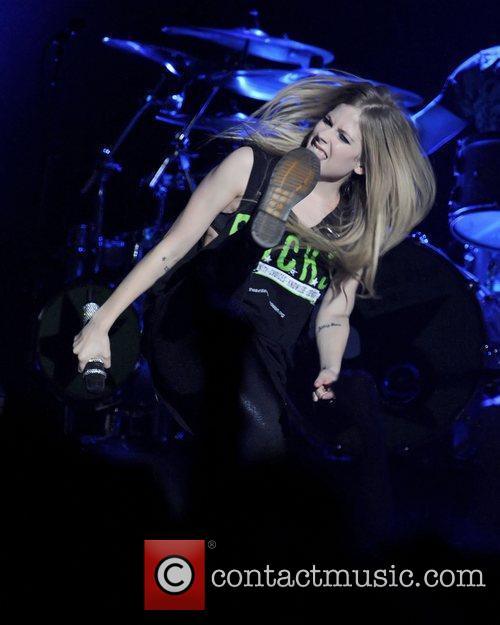 avril lavigne performs on stage at the 3574324