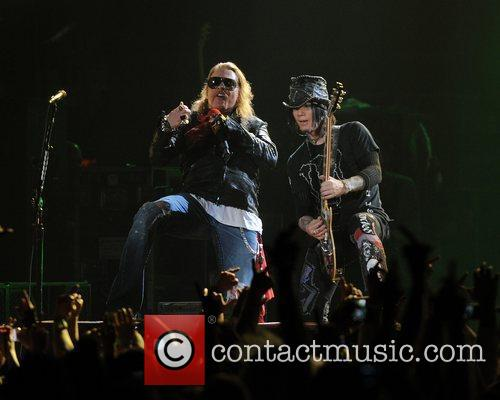 Axl Rose and Guns N Roses 27