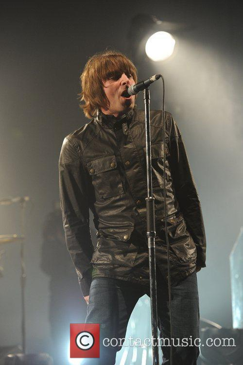 Liam Gallagher and Beady Eye 19