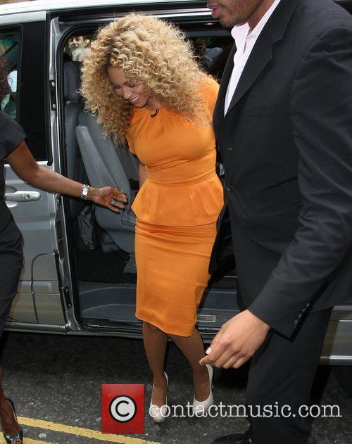 Beyonce arriving at 'Harrods' in Knightsbridge London, England