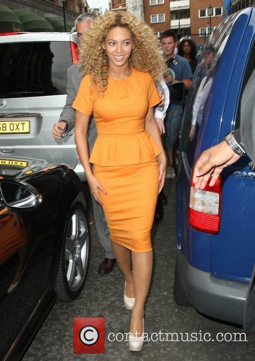 Beyonce leaving 'Harrods' in Knightsbridge London, England