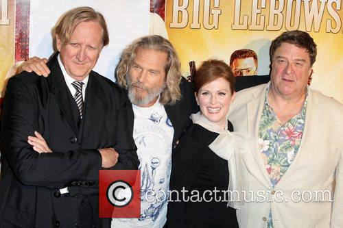 T-bone Burnett, Jeff Bridges, John Goodman and Julianne Moore 6