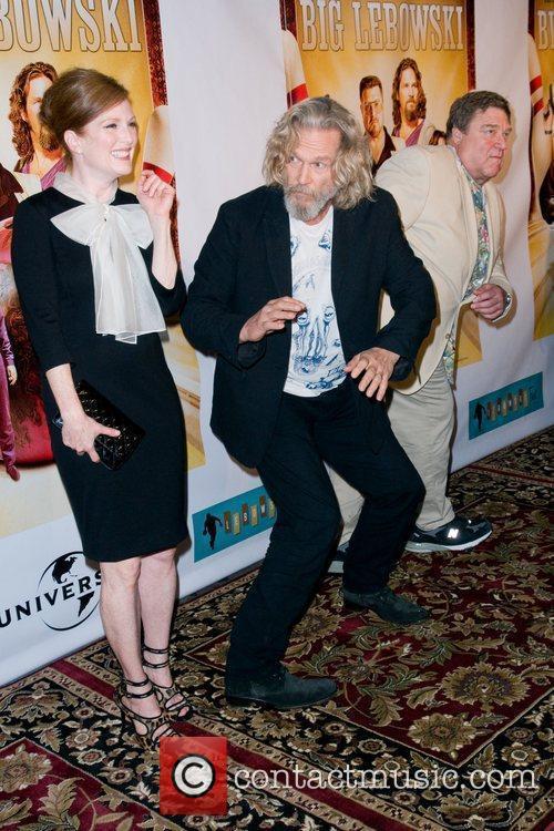 Julianne Moore and John Goodman 6