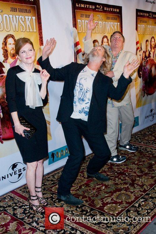 Julianne Moore and John Goodman 5