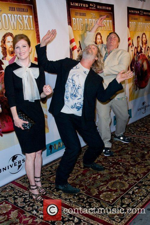 Julianne Moore and John Goodman 1