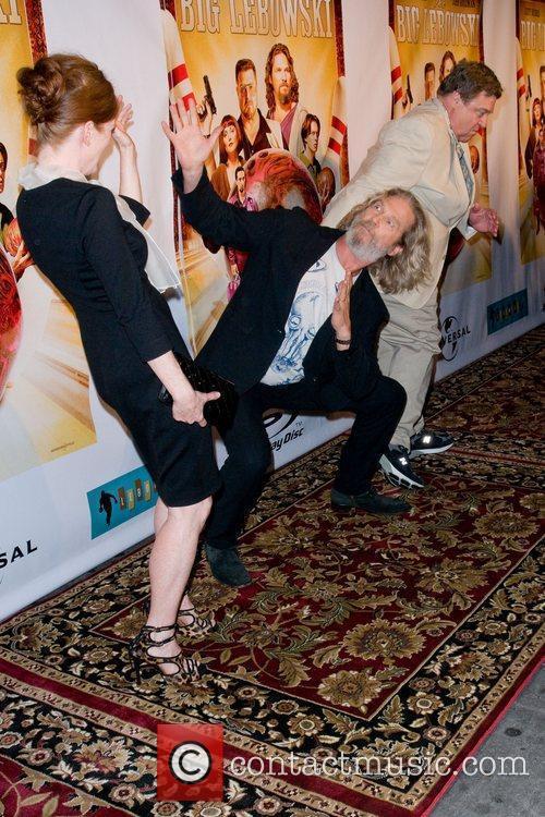 Julianne Moore and John Goodman 8