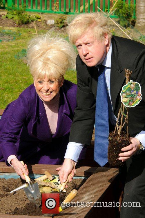 Barbara Windsor and Boris Johnson 15
