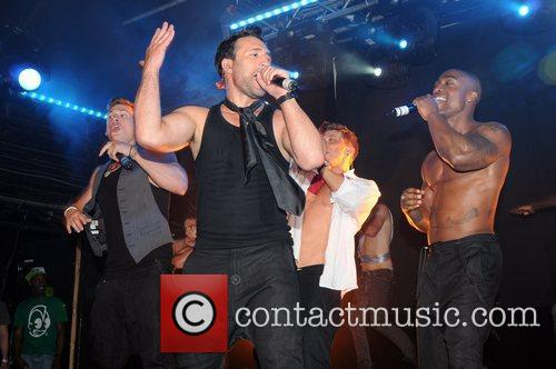 Blue and Antony Costa 4