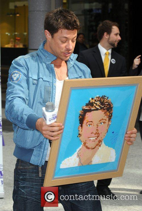 Duncan James Blue compete to break a Guinness...