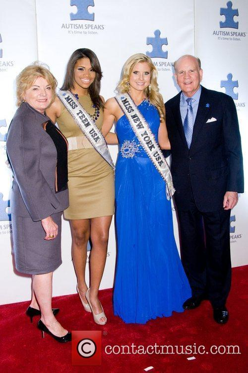 Suzanne Wright, Kamie Crawford, Amber Collins, Bob Wright...